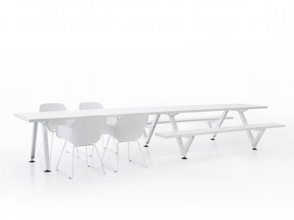 Extremis, Marina Table